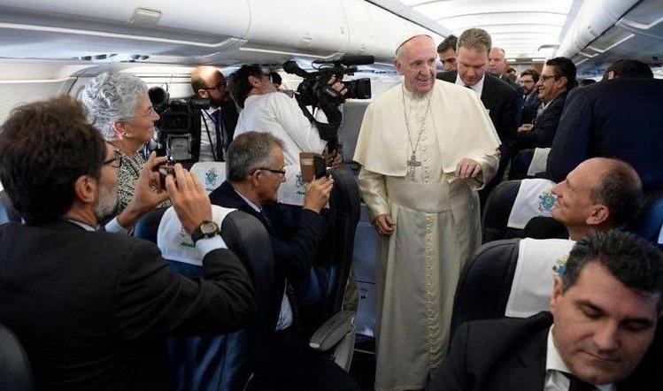 Papa e giornalisti
